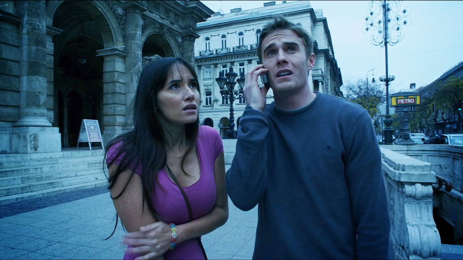 Sara Malakul Lane and Marc Ewins making their way across Paris in -100° weather in t-shirts in 100° Degrees Below Zero (2013)