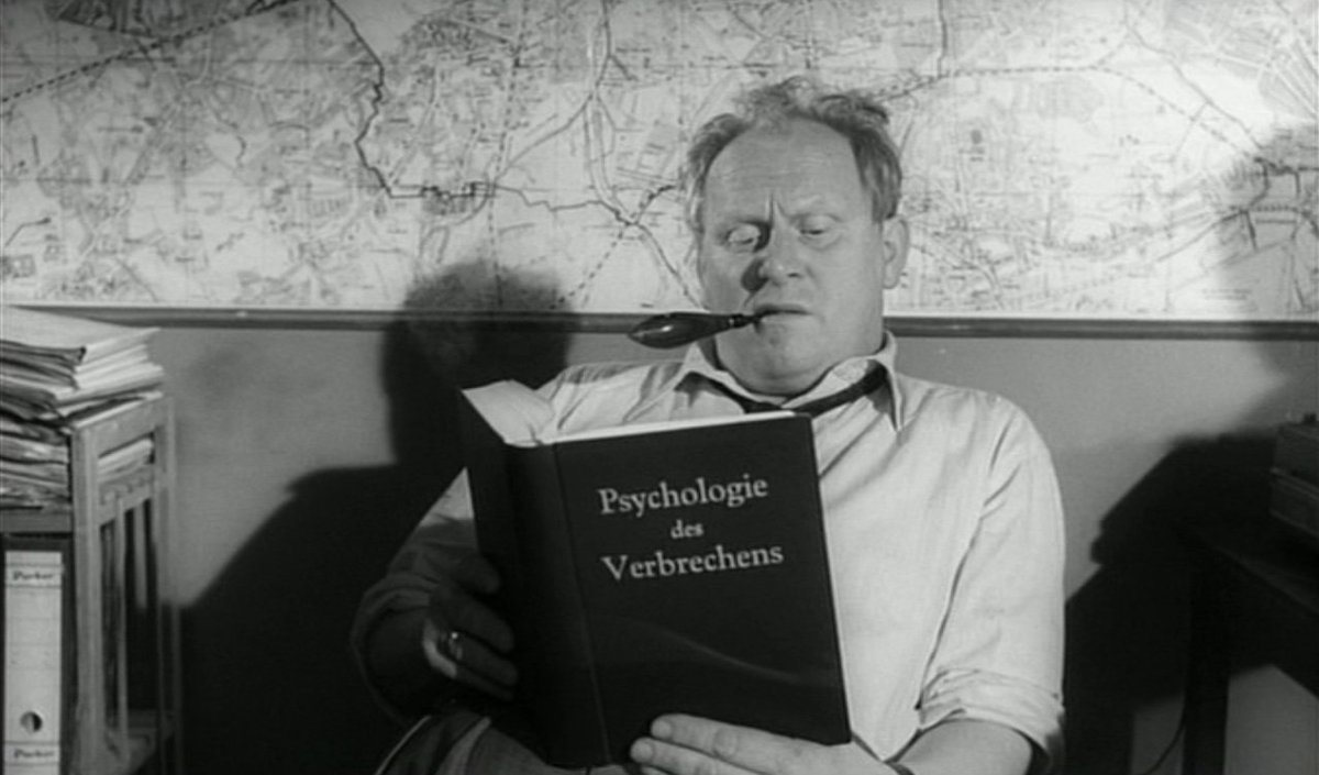 Police inspector Kras (Gert Frobe) in The 1000 Eyes of Dr. Mabuse (1960)