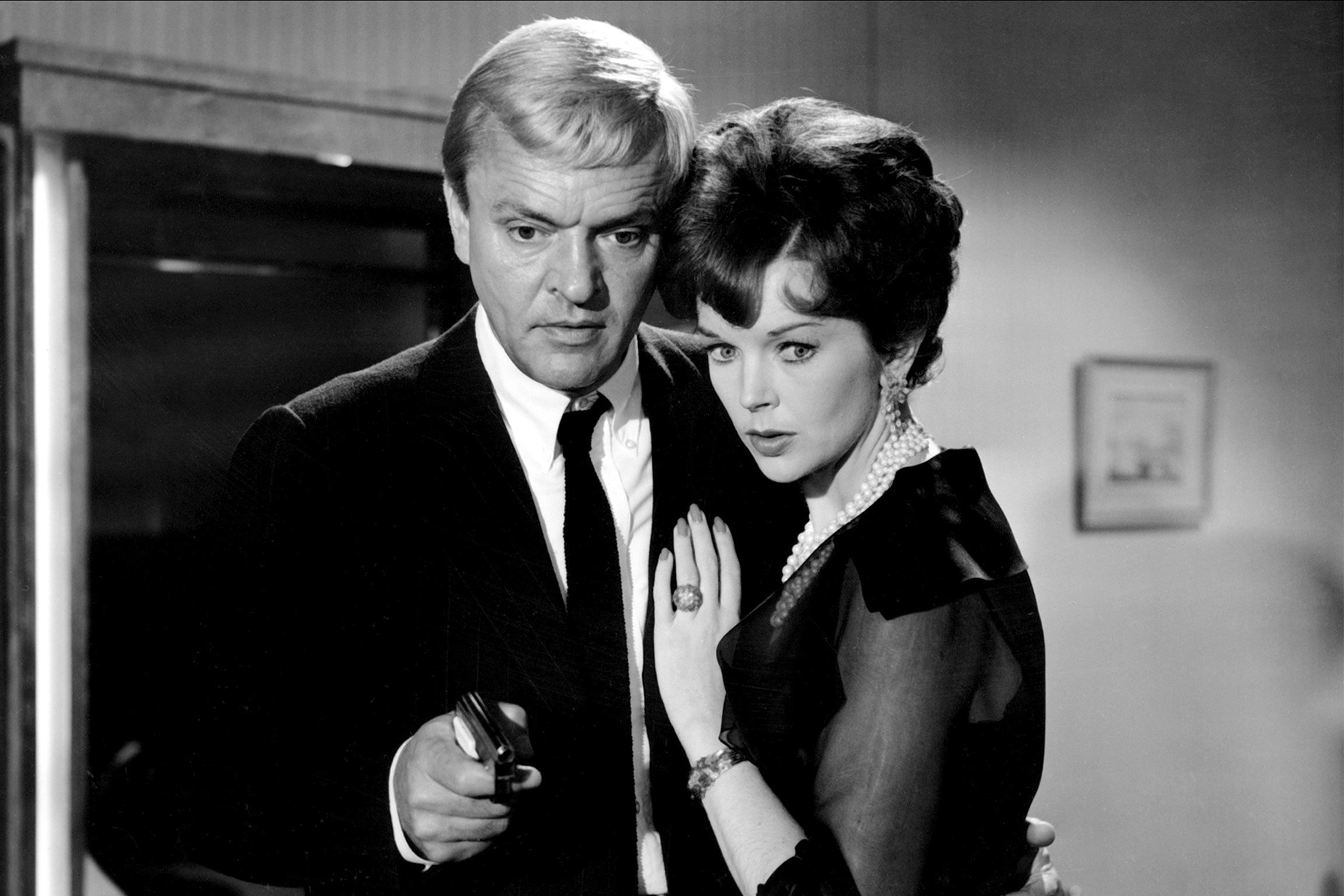 American businessman Peter van Eyck) with Dawn Addams as he investigates the mysteries of the Luxor Hotel in The 1000 Eyes of Dr. Mabuse (1960)