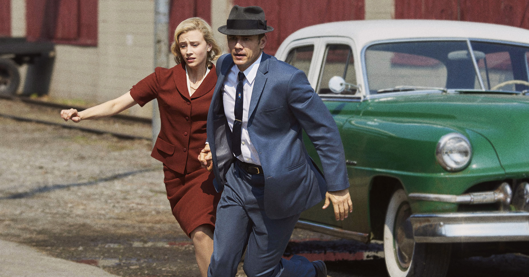 Jake Epping (James Franco) and Sadie Dunhill (Sarah Gadon) racing to prevent the Kennedy assassination in 11.22.63 (2016)