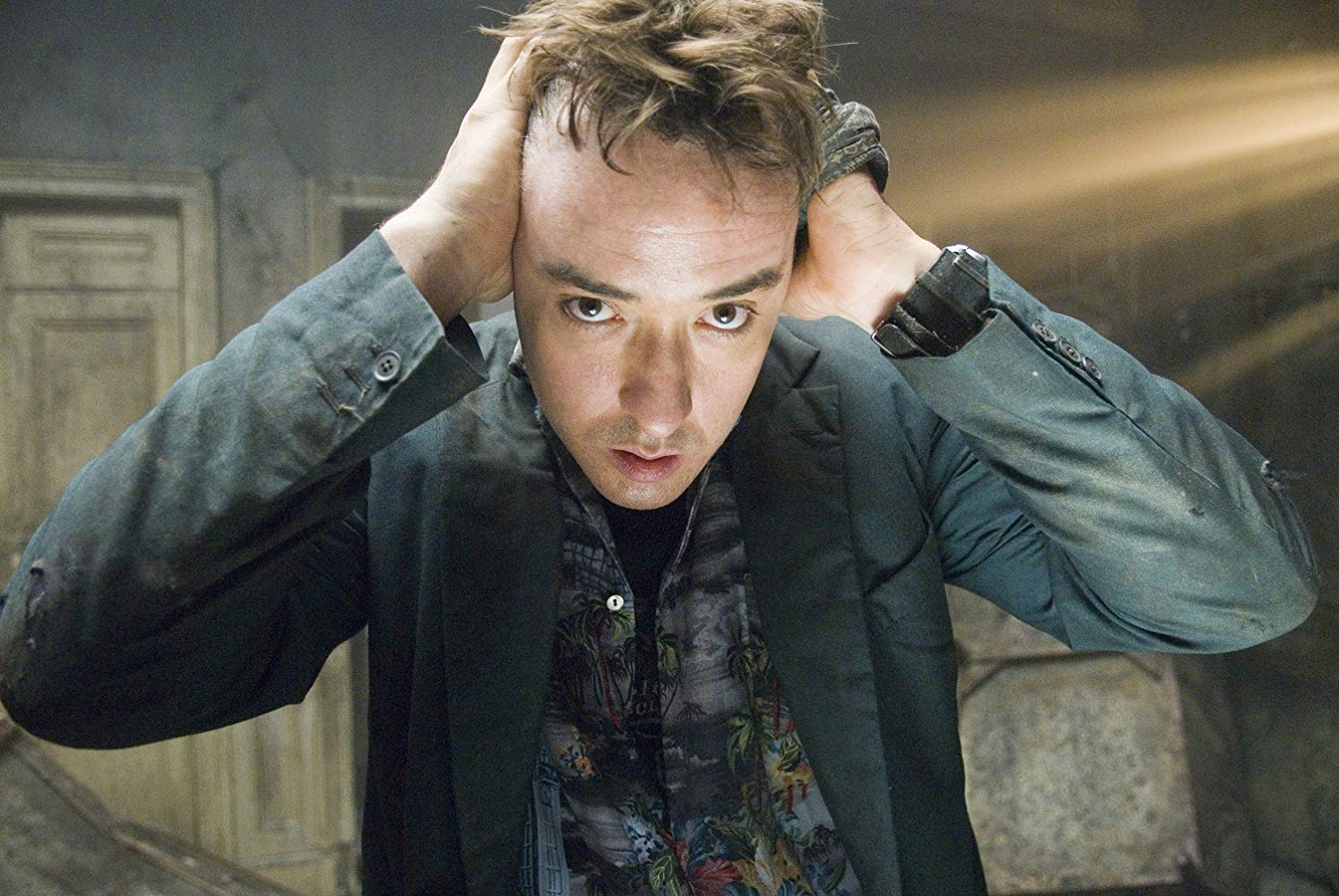 John Cusack driven to the brink of sanity in 1408 (2007)