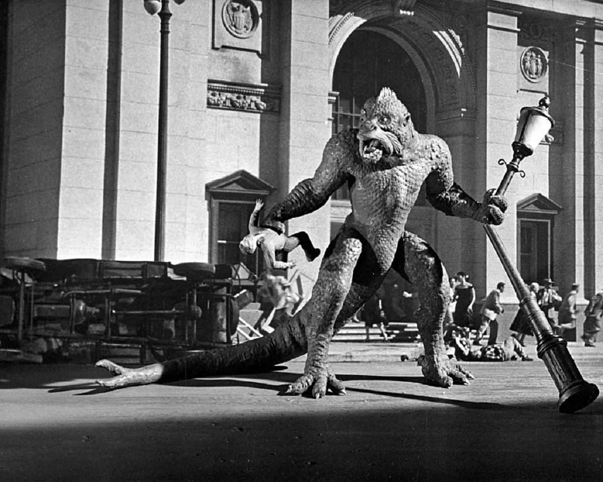 The Ymri rampaging through the streets of Rome in 20 Million Miles to Earth (1957)