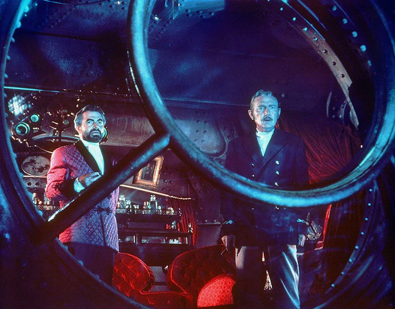 (l to r) Captain Nemo (James Mason) and Professor Arronax (Paul Lukas) in 20,000 Leagues Under the Sea (1954)