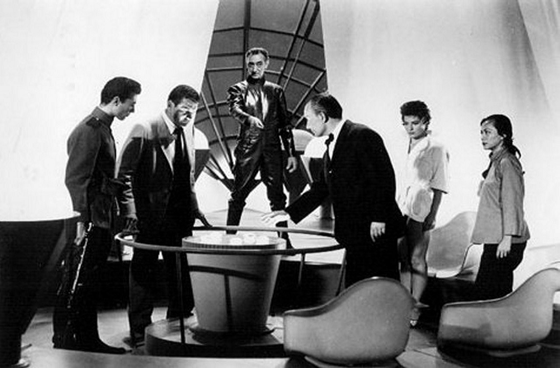 The Alien (Arnold Moss) (centre rear) introduces the capsules to the abductees (l to r) Azemat Janti, Gene Barry, George Voskovec, Valerie French and Marie Tsien in The 27th Day (1957)