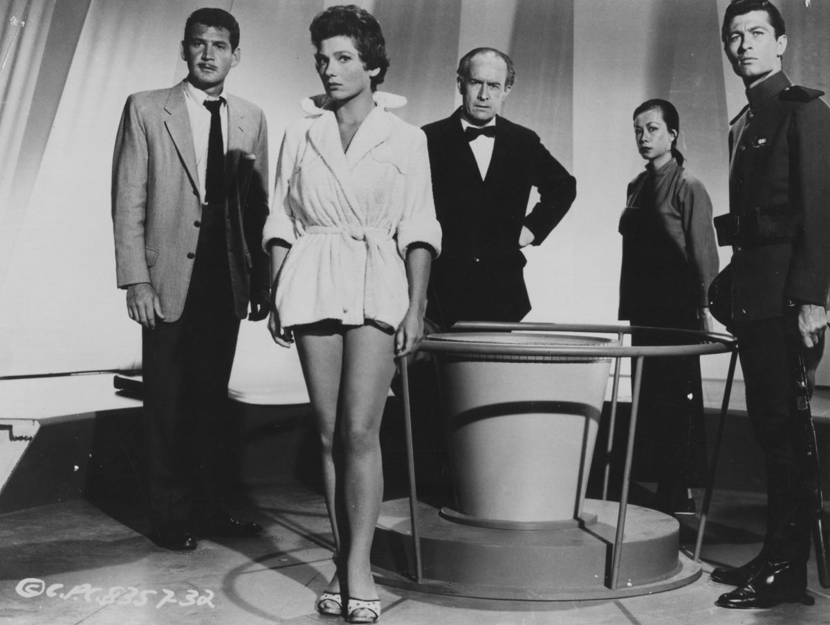 The abductess - (l to r) American representative Jonathan Clark (Gene Barry), the UK's Eve Wingate (Valerie French), German physicist Klaus Bechner (George Voskovec), China's Su Tan (an uncredited Marie Tsien) and the USSR's Ivan Godofsky (Azemat Janti) in The 27th Day (1957)