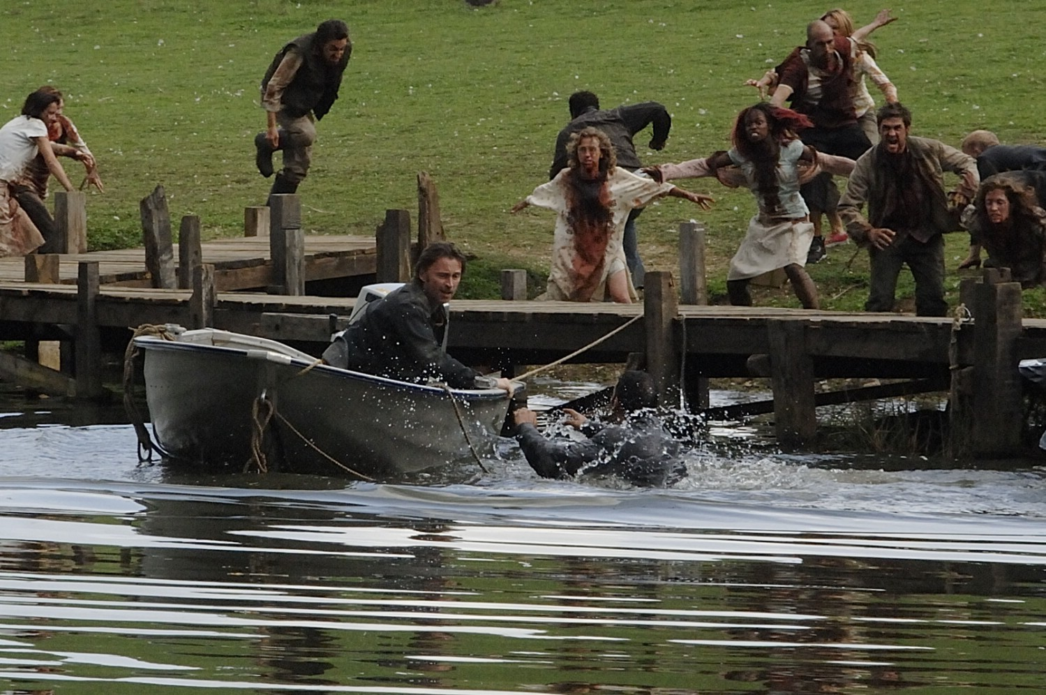 Robert Carlyle flees abandoning his wife in 28 Weeks Later (2007)