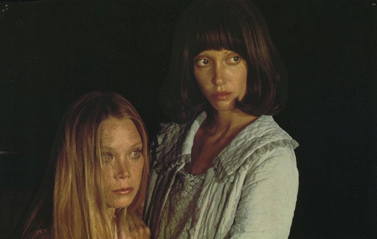 (l to r) Pink Rose (Sissy Spacek) and Millie Lammoreaux (Shelley Duval) in 3 Women (1977)