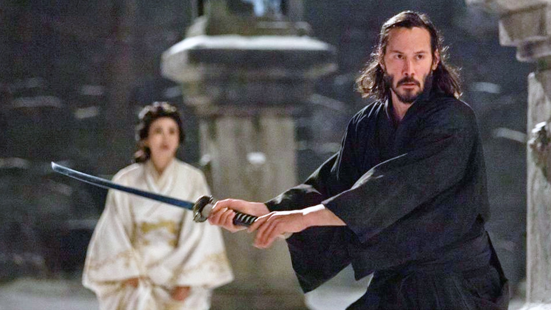 Keanu Reeves samurai in 47 Ronin (2013). With Ko Shibasaki in the background