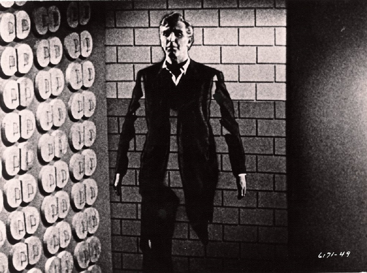 An insubstantial Robert Lansing in The 4D Man (1959)