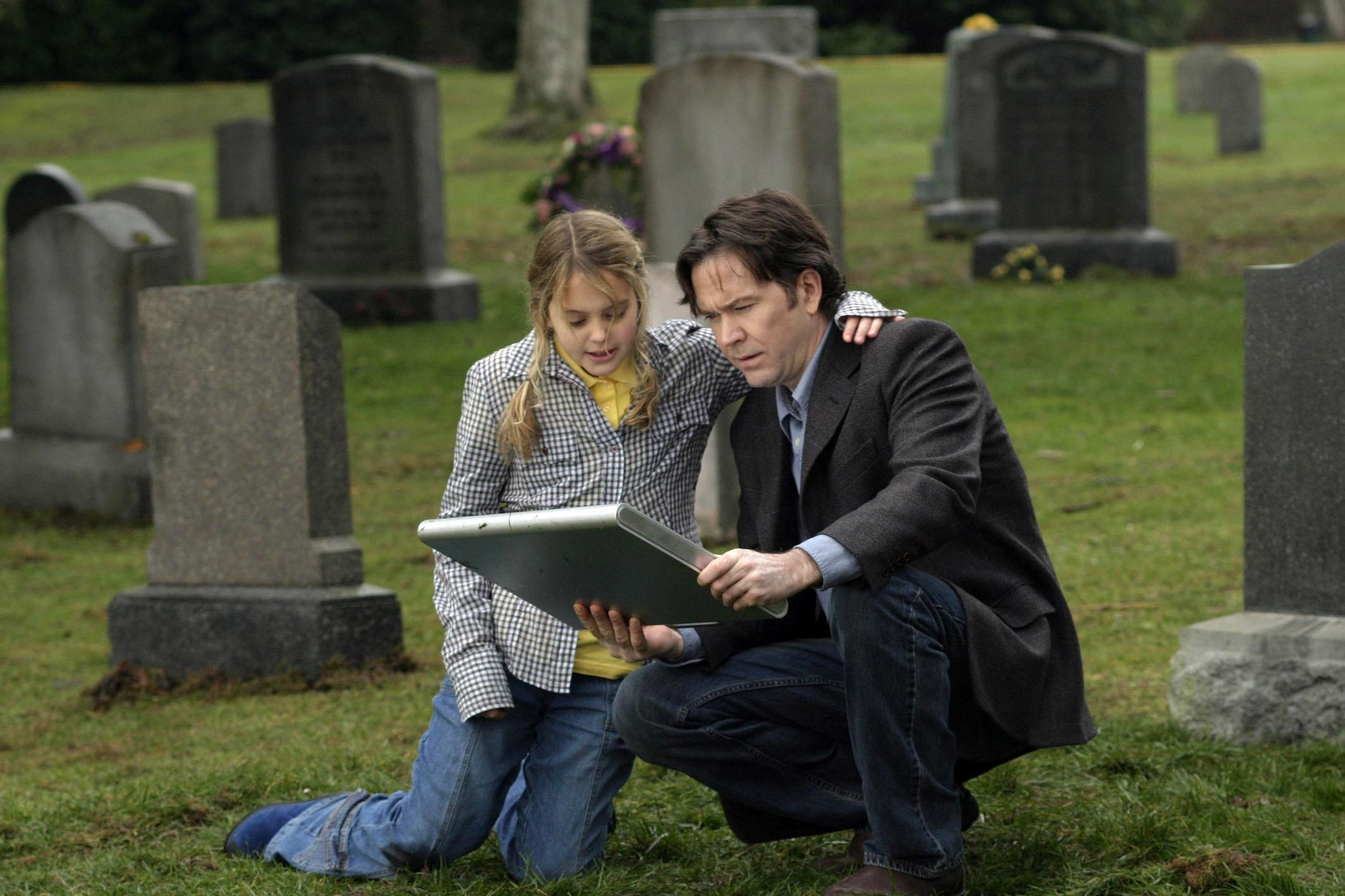 Timothy Hutton and daughter Gage Golighlly discover a briefcase from the future in 5ive Days to Midnight (2004)