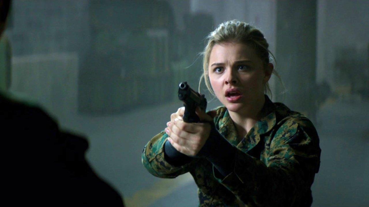 Chloe Grace Moretz as Cassie Sullivan in The 5th Wave (2016)
