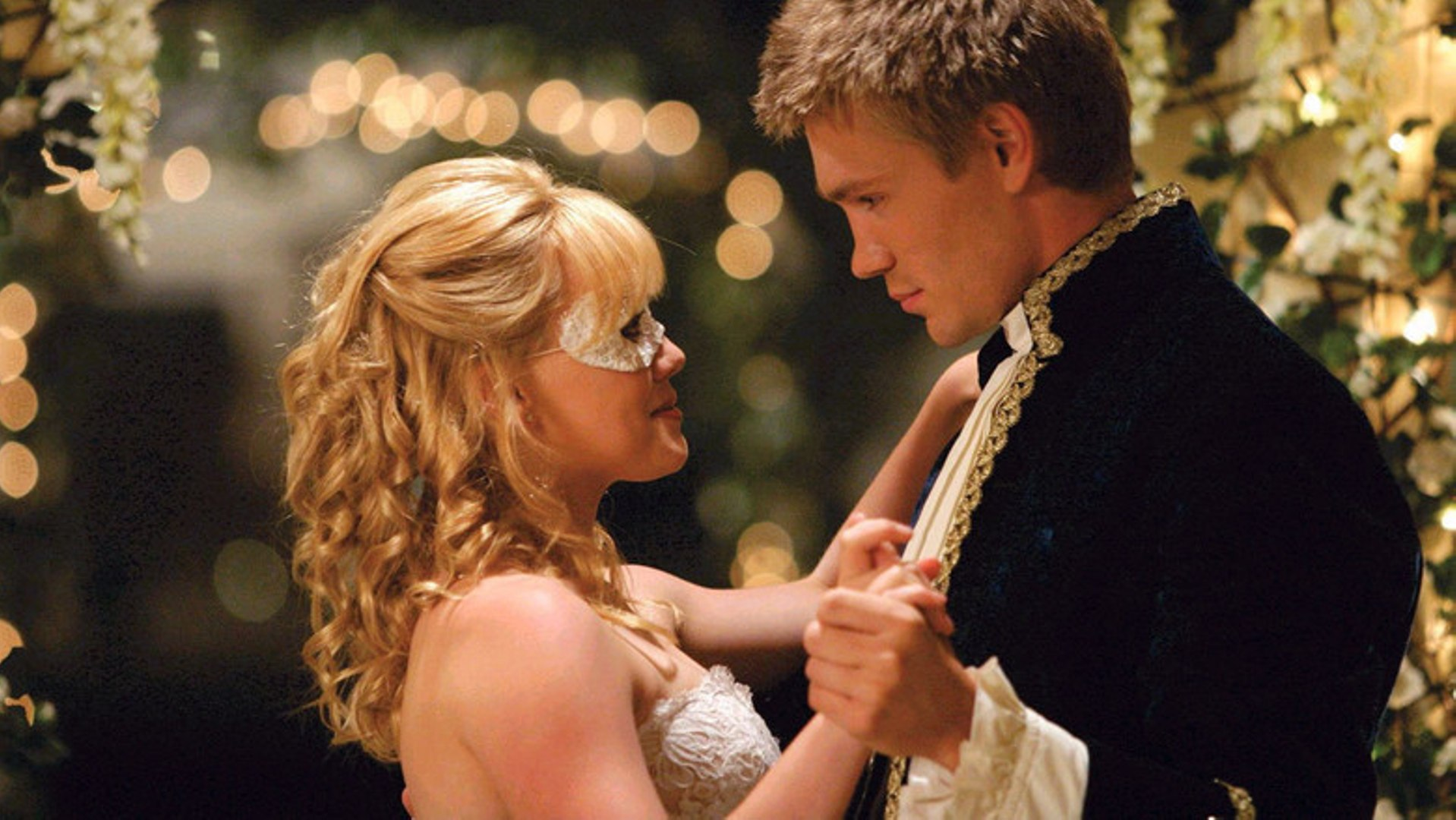 Hillary Duff finally makes it to the ball to dance with Chad Michael Murray in A Cinderella Story (2004)