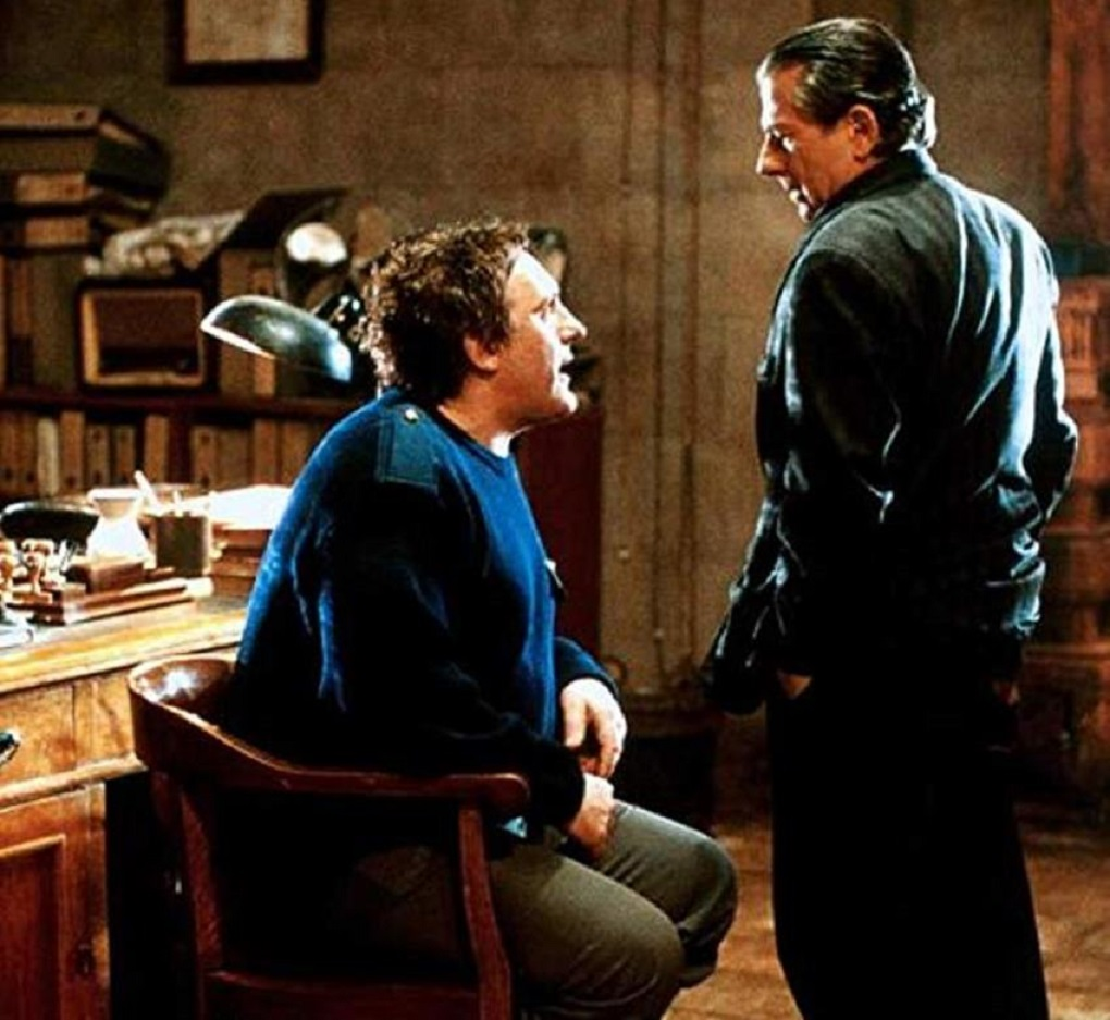 (l to r) Gerard Depardieu, suspected of murder, being interrogated by police inspector Roman Polanski in A Pure Formality (1994)