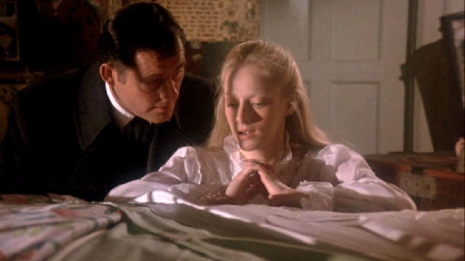 Father Robert Shaw and daughter Sondra Locke in A Reflection of Fear (1971)