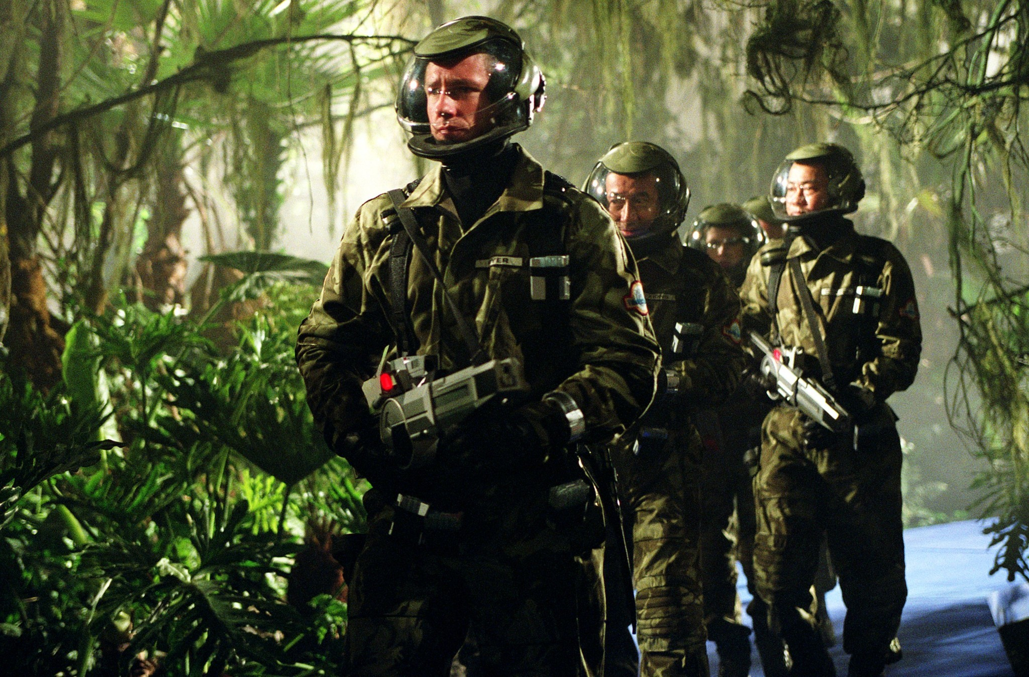 Edward Burns leads an expedition back in time to hunt dinosaurs in A Sound of Thunder (2005)