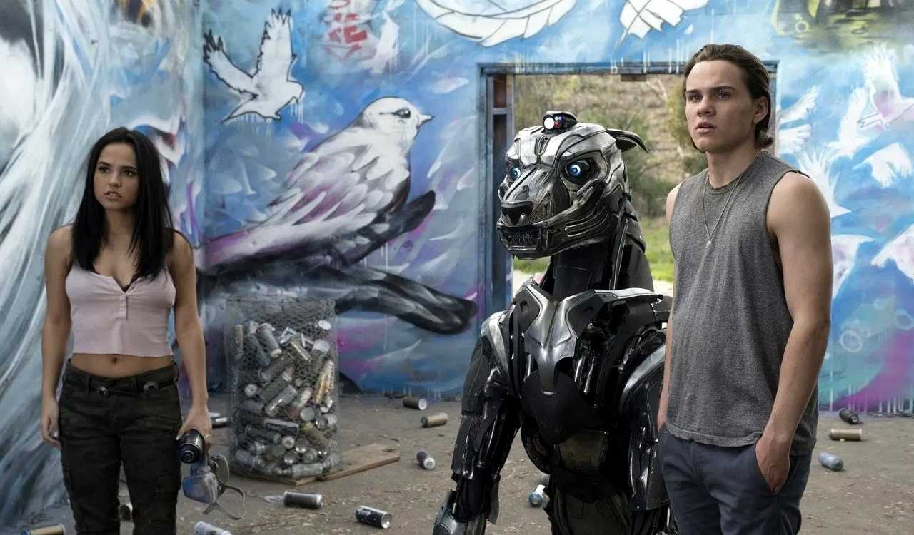 Becky G and Alex Neustaedter with A-X-L the robot dog in A-X-L (2018)
