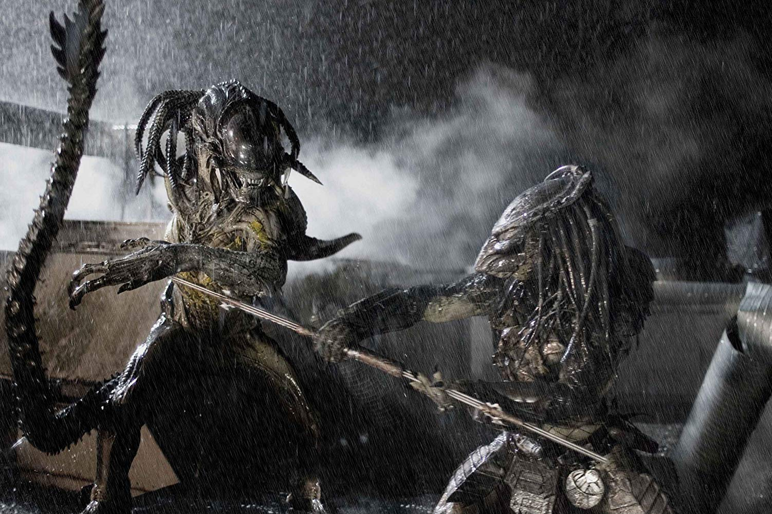 Showdown of Alien and Predator in AVPR Aliens vs Predator Requiem (2007)