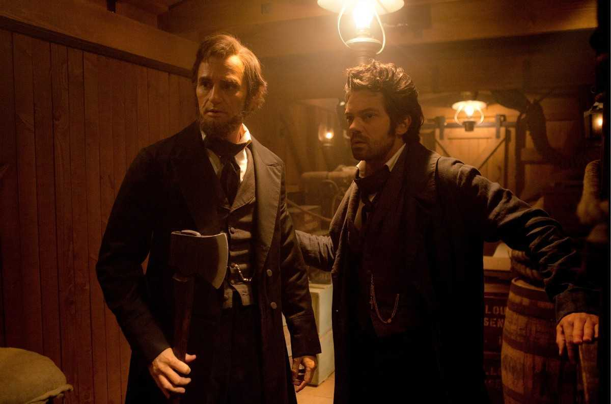 (l to r) Abraham Lincoln (Benjamin Walker) and Henry Sturgess (Dominic Cooper) in Abraham Lincoln, Vampire Hunter (2012)