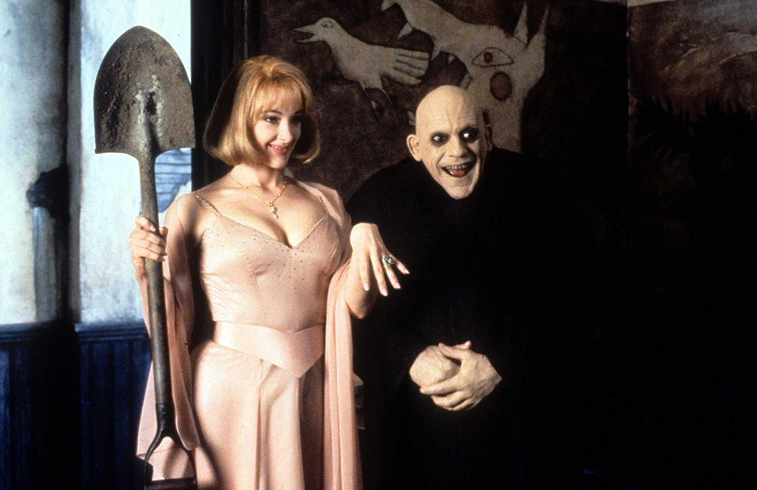 Uncle Fester (Christopher Lloyd) and his new bride Debbie Jalinsky (Joan Cusack) in Addams Family Values (1993)