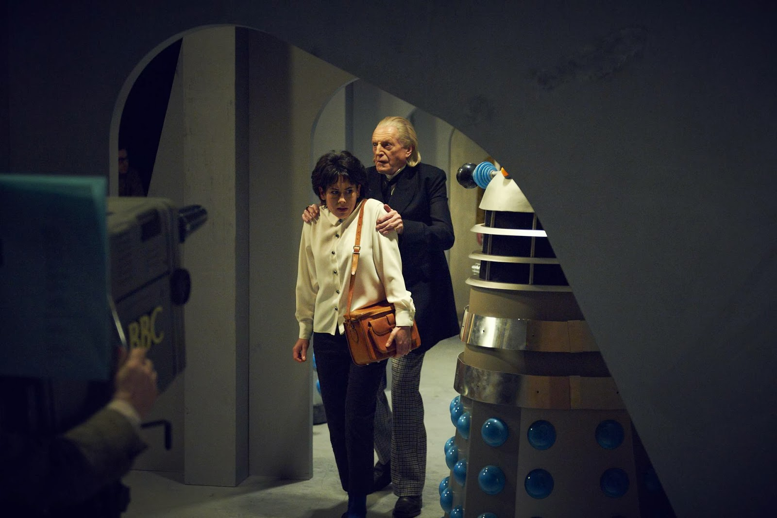 William Hartnell (David Bradley) and Carole Ann Ford (Claudia Grant) with the Daleks in An Adventure in Space and Time (2013)