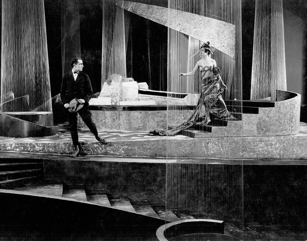 Queen Aelita (Yuliya Solntseva) and earthman Engineer Los (Nikolai Tsereteli) in Aelita (1924)