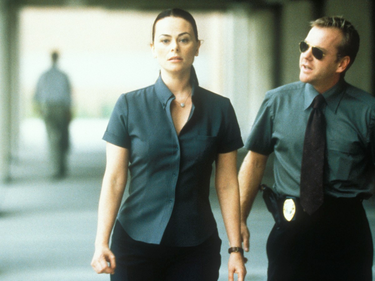 Detective Kiefer Sutherland and psychologist Polly Walker in After Alice (1999)