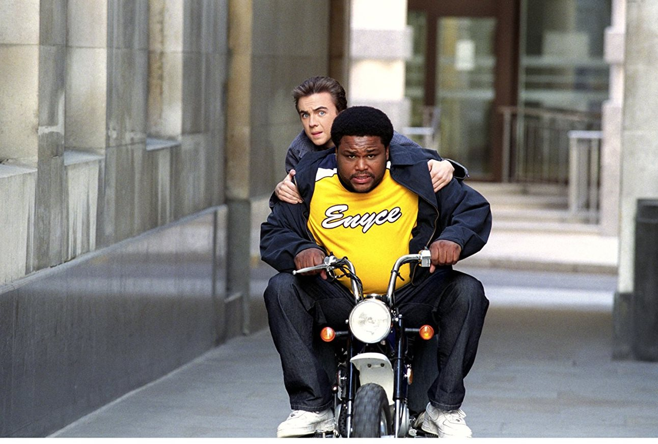 Cody Banks (Frankie Muniz) and Derek Bowman (Anthony Anderson) go into action in Agent Cody 2 Banks: Destination London (2004)