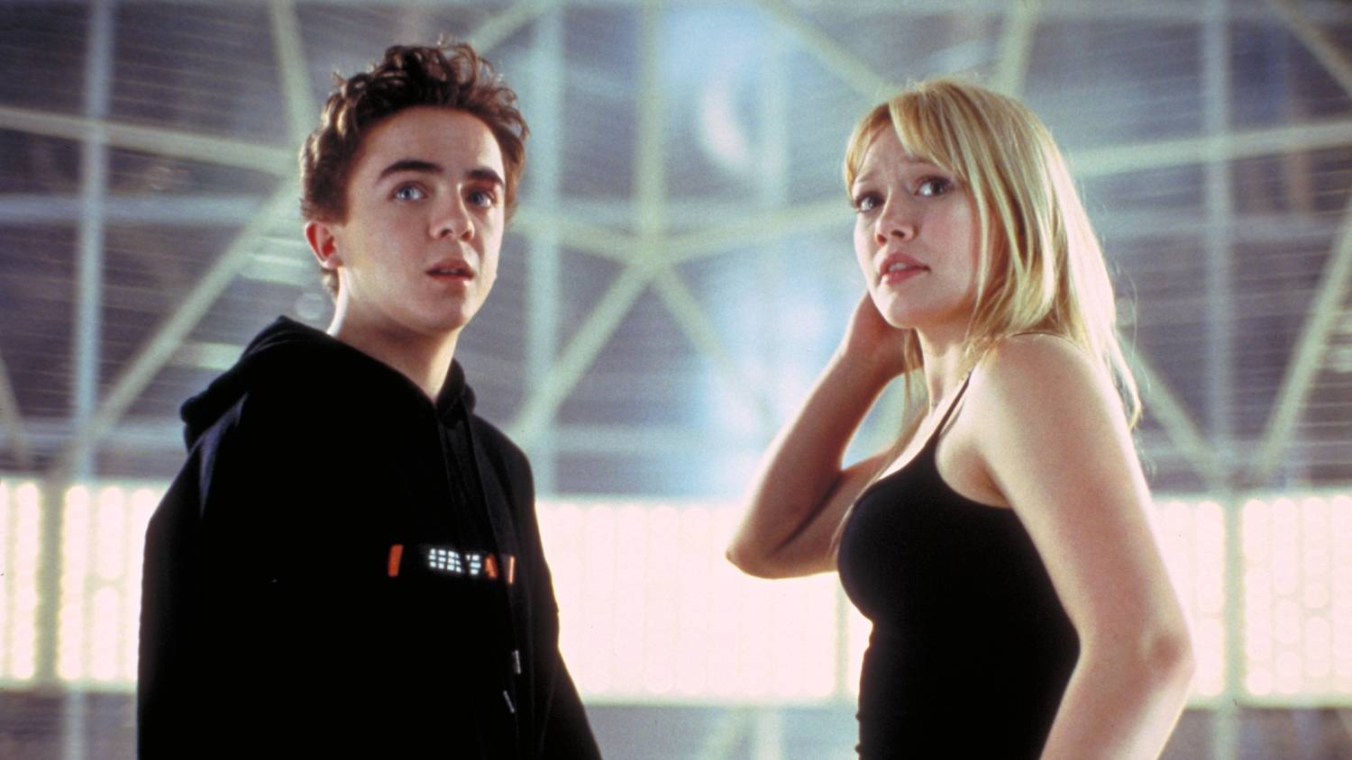 Cody Banks (Frankie Muniz) and Natalie Connors (Hilary Duff) in Agent Cody Banks (2003)
