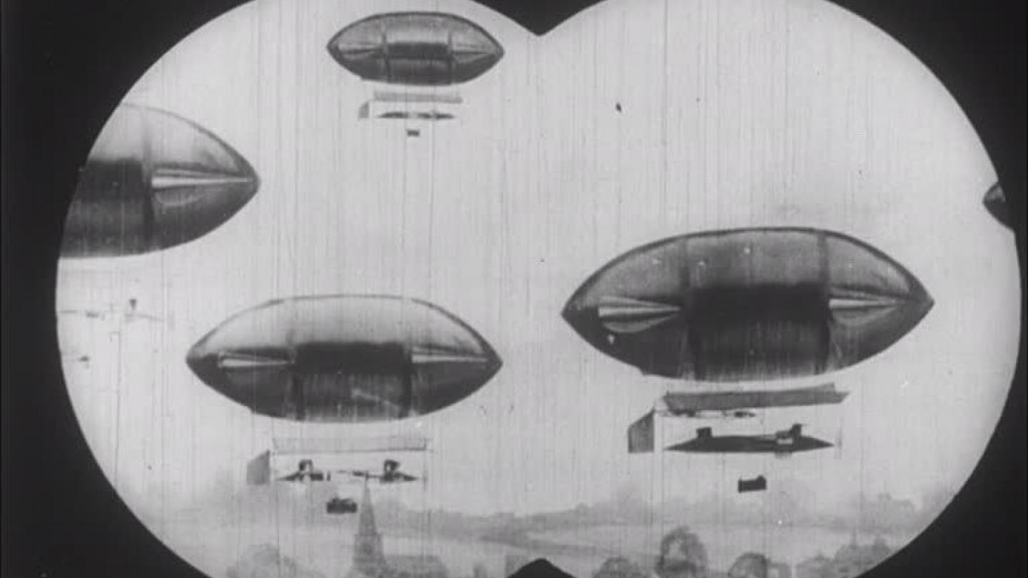 Invasion by airships in The Airship Destroyer (1909)