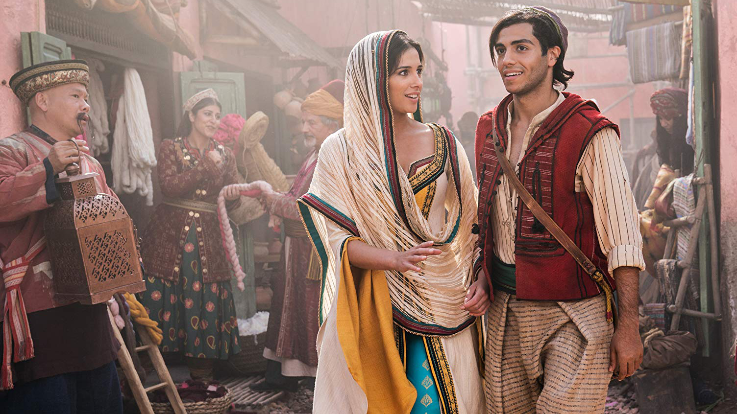 Aladdin (Mena Massoud) and Princess Jasmine (Naomi Scott) in the marketplace of Agrabah in Aladdin (2019)