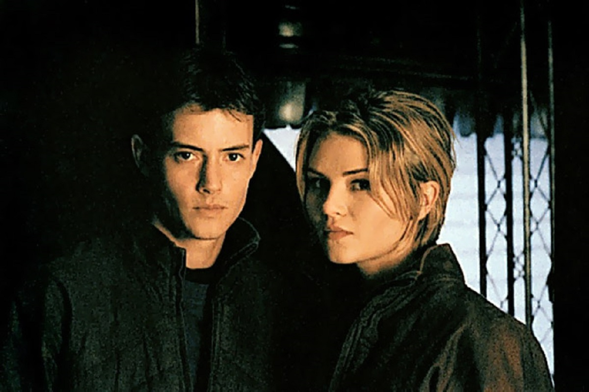 Jason London and Missy Crider - crewmembers aboard a spaceship affected by an alien contaminant that turns them homicidal in Alien Cargo (1999)