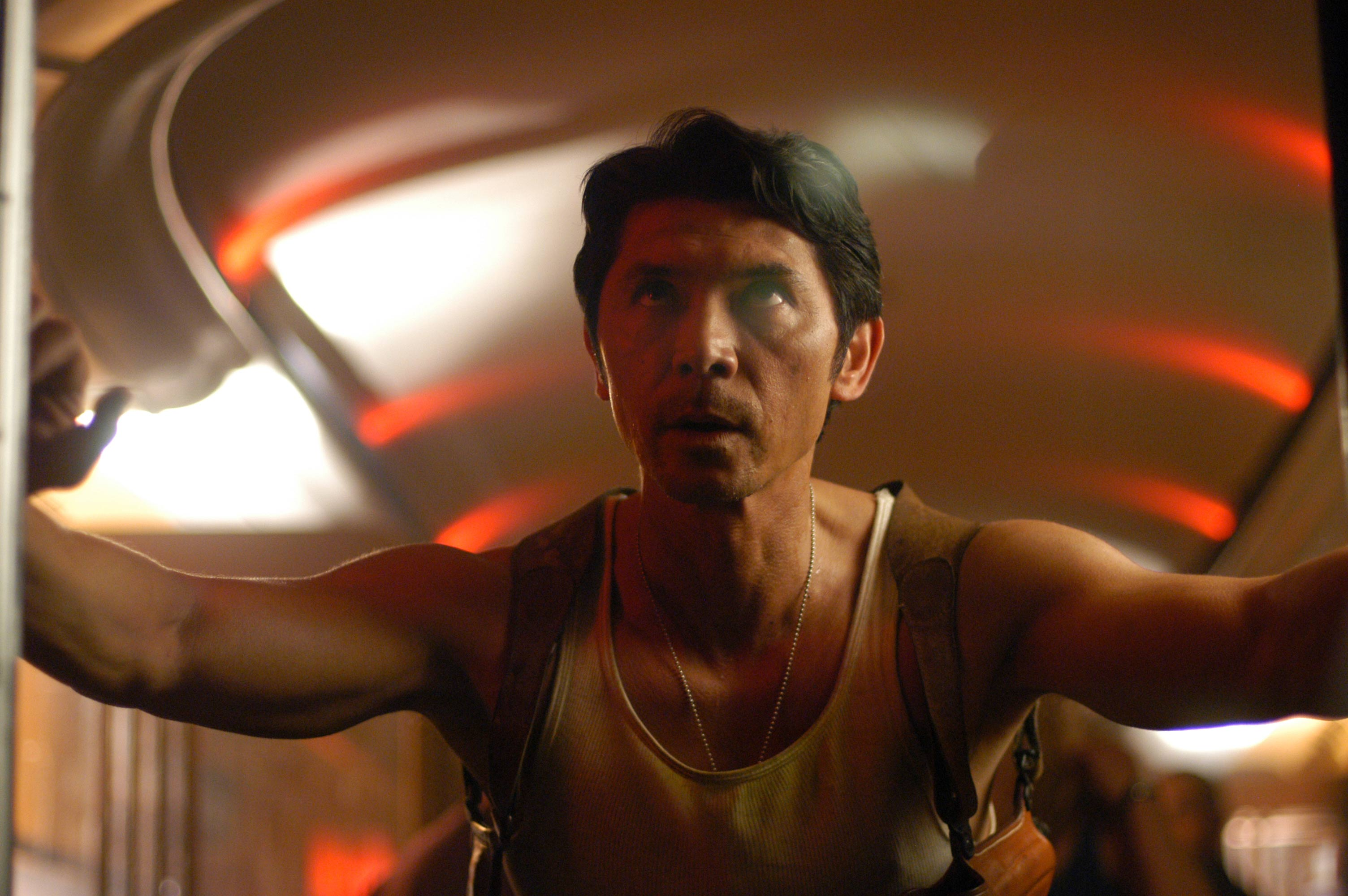 State trooper Lou Diamond Phillips goes into action on board the train in Alien Express (2005)