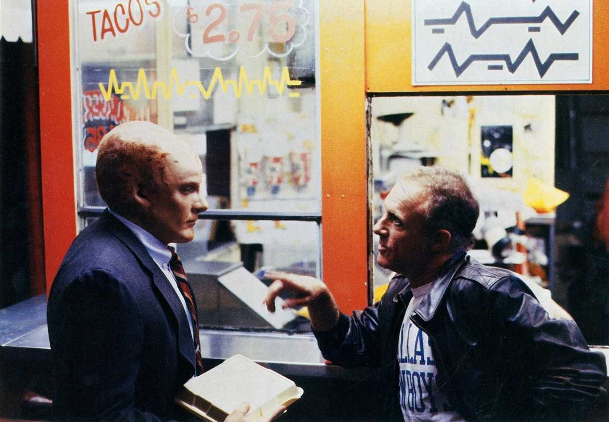 Newcomer detective George Francisco (Mandy Patinkin) and human partner Matt Sykes (James Caan) in Alien Nation (1988)