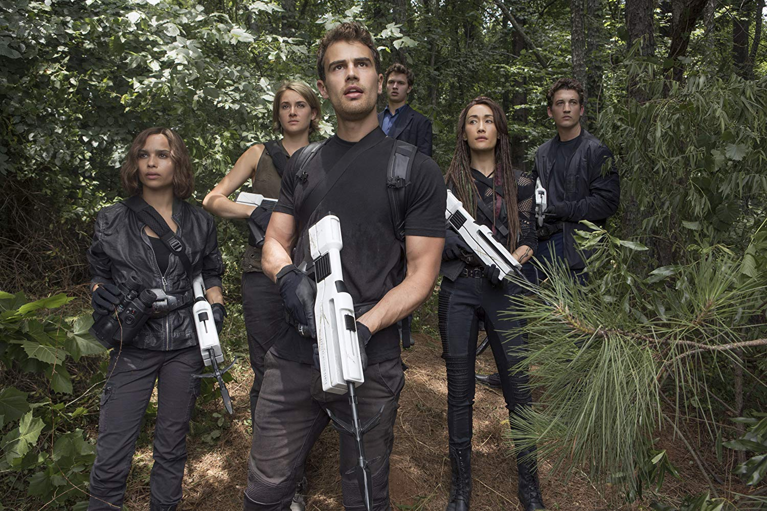 Breakout from the city - (l to r) Zoe Kravitz, Shailene Woodley, Theo James, Ansel Elgort, Maggie Q and Miles Teller in Allegiant (2016)