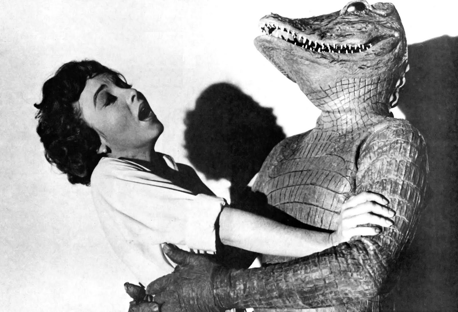Beverly Garland is menaced by her alligator man husband Richard Crane in The Alligator People (1959)