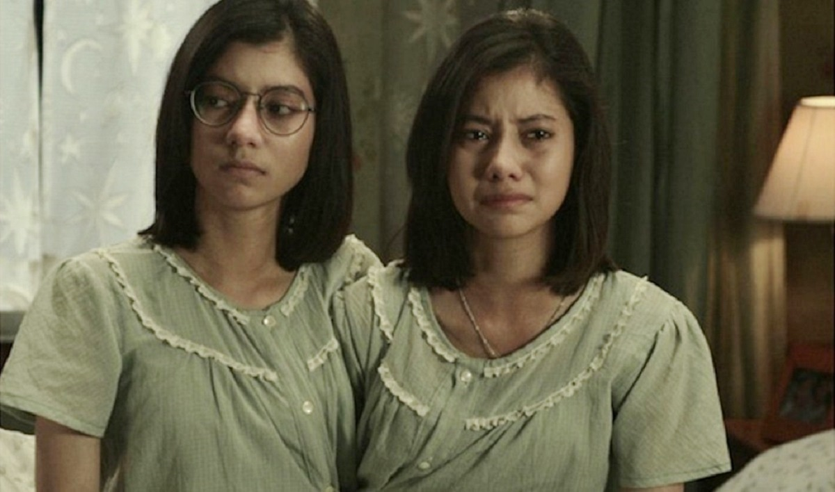 Marsha Wattanapanich as the conjoined twin sisters Ploy and Pim in Alone (2007)