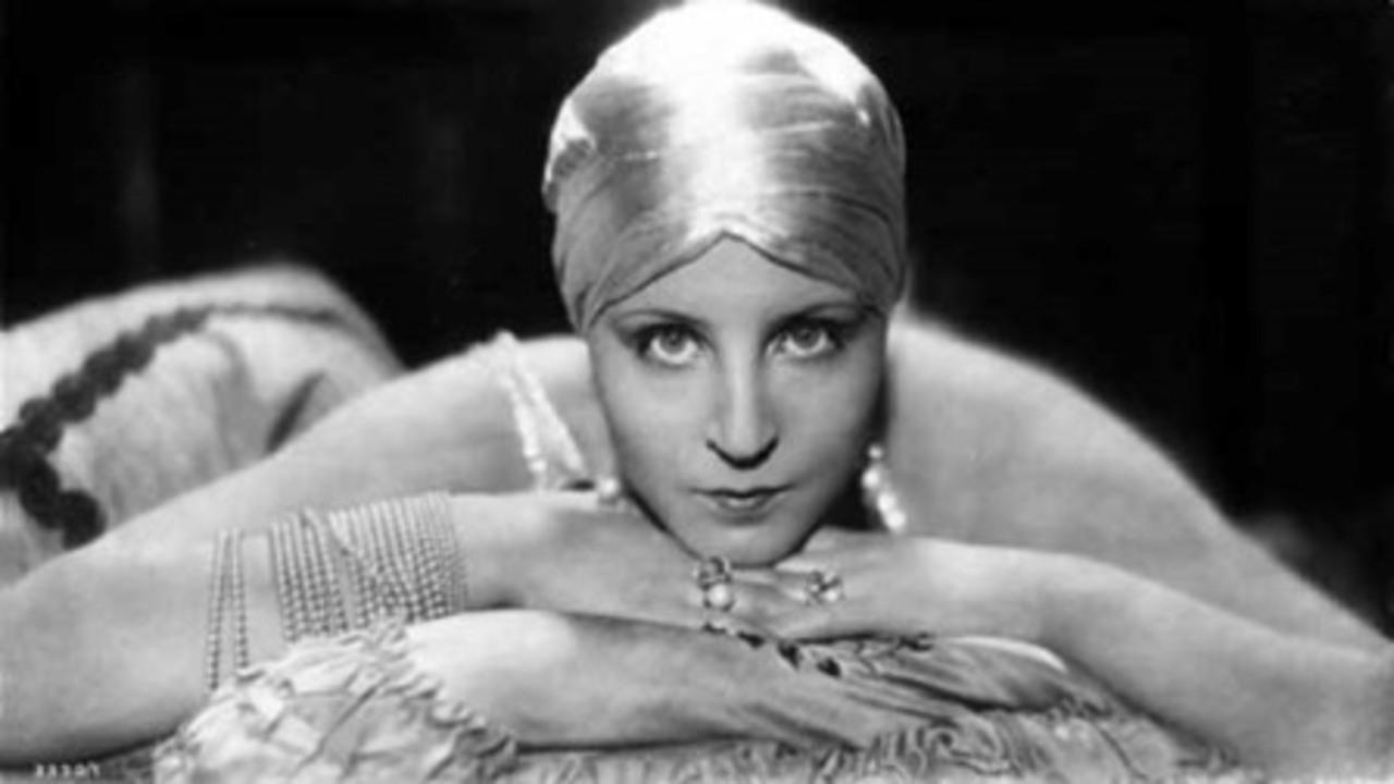 A sizzlingly seductive Brigitte Helm as Alraune (1928)