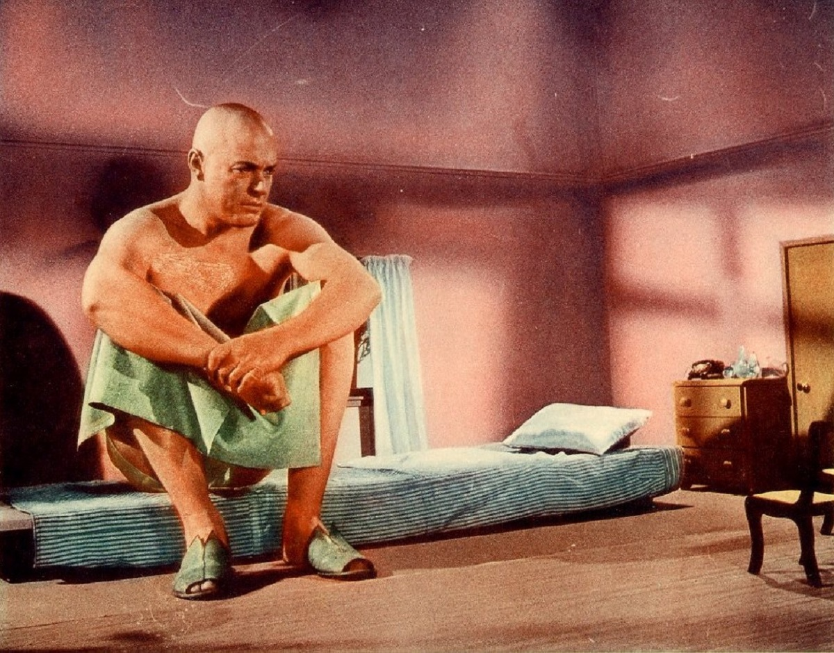 Glenn Langan as Colonel Glenn Manning, grown to giant-size following an atomic bomb blast in The Amazing Colossal Man (1957)