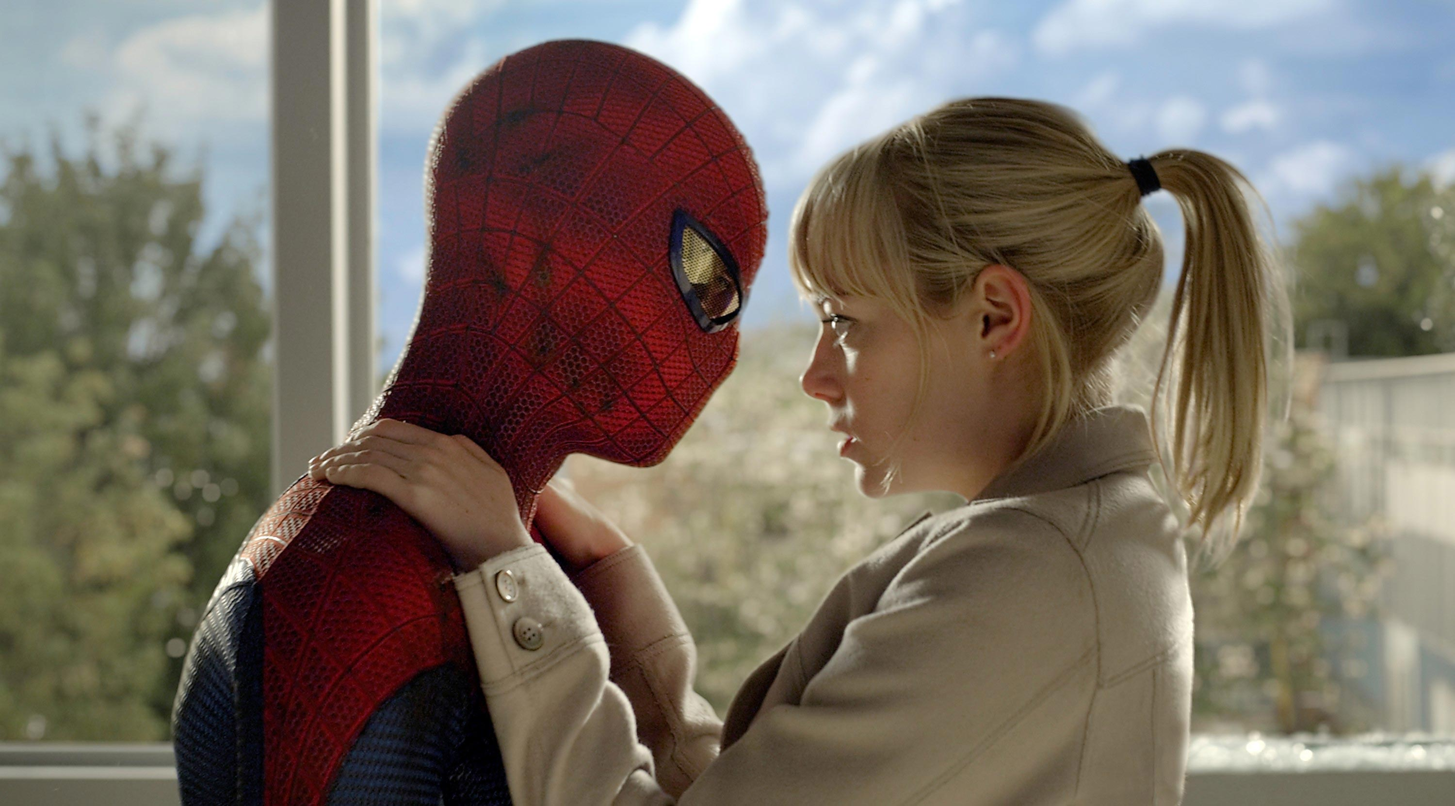Spider-Man (Andrew Garfield) and Gwen Stacy (Emma Stone) in The Amazing Spider-Man (2012)