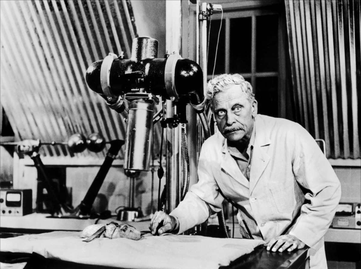 Scientist Ivan Triesault and his laboratory in The Amazing Transparent Man (1960)