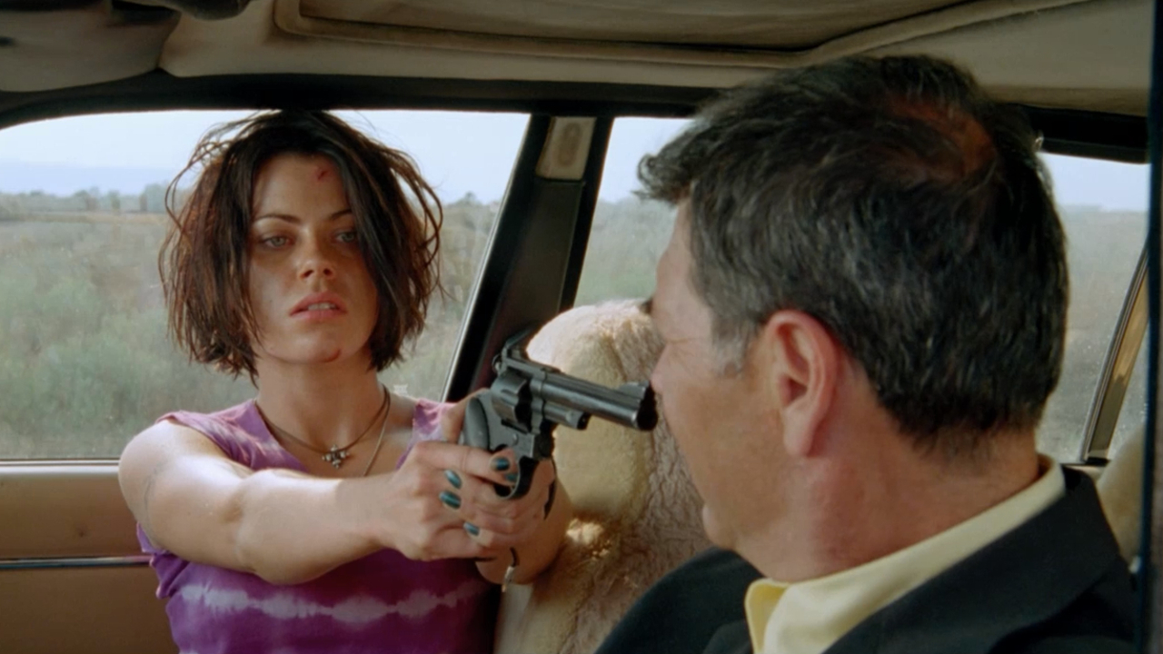 Fairuza Balk pulls a gun on Robert Forster in American Perfekt (1997)
