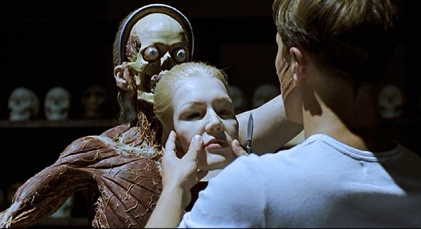 The amazingly grisly anatomical statues in Anatomie (2000)