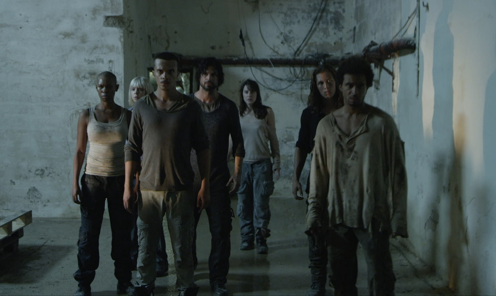 Survivors with no memory trapped in a labyrinth - (l to r) Skin, Antonia Campbell-Hughes, Mauro Conte, Jon Kortajarena, Michelle Ryan, Leo Howard and Alex Martin in Andron (2015)
