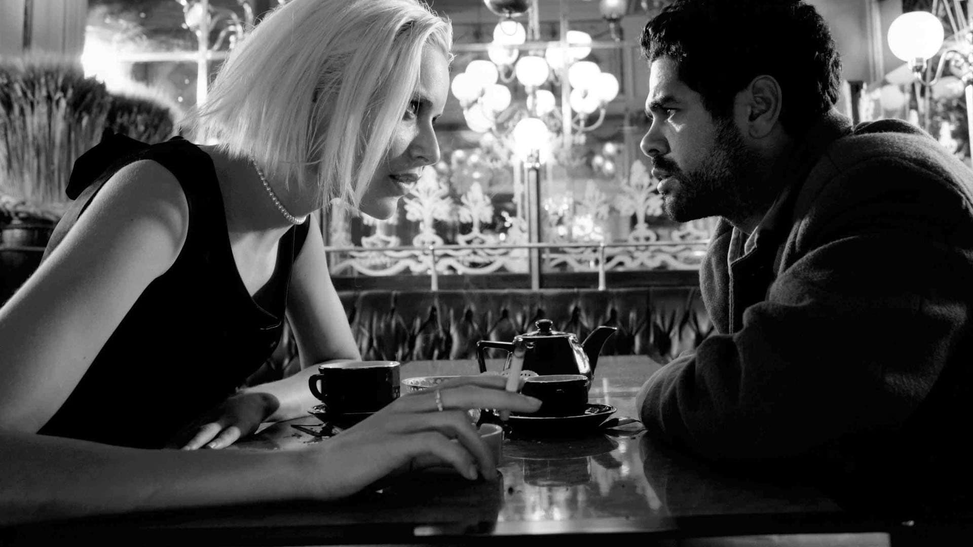 Angel Rie Rasmussen come to sort out the life of loser Jamel Debbouze in Angel-A (2005)