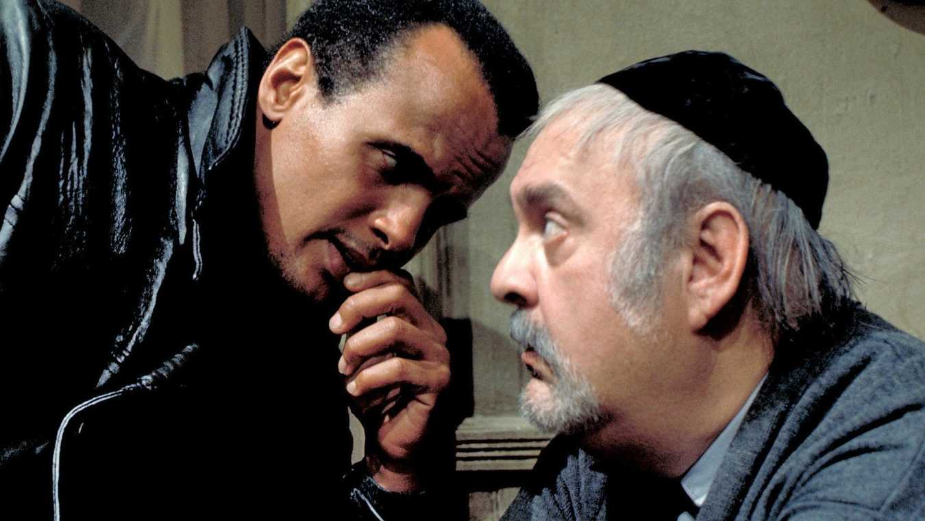 (l to r) Harry Belafonte as Levine who claims to be an angel and the aging Morris Mishkin (Zero Mostel) in The Angel Levine (1970)