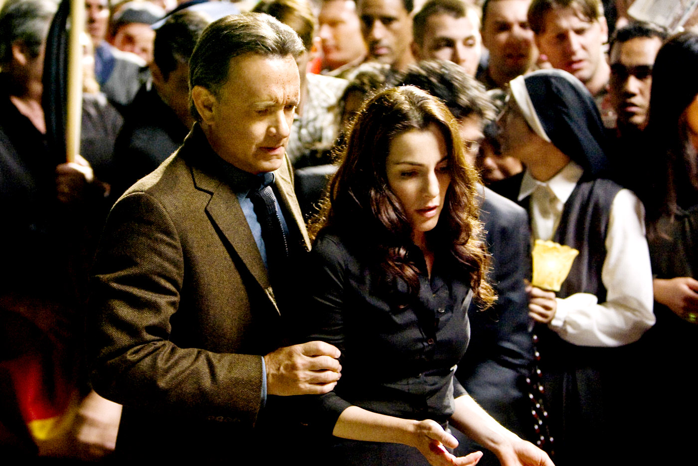 Robert Langdon (Tom Hanks) and Ayulet Zurer in Angels & Demons (2009)