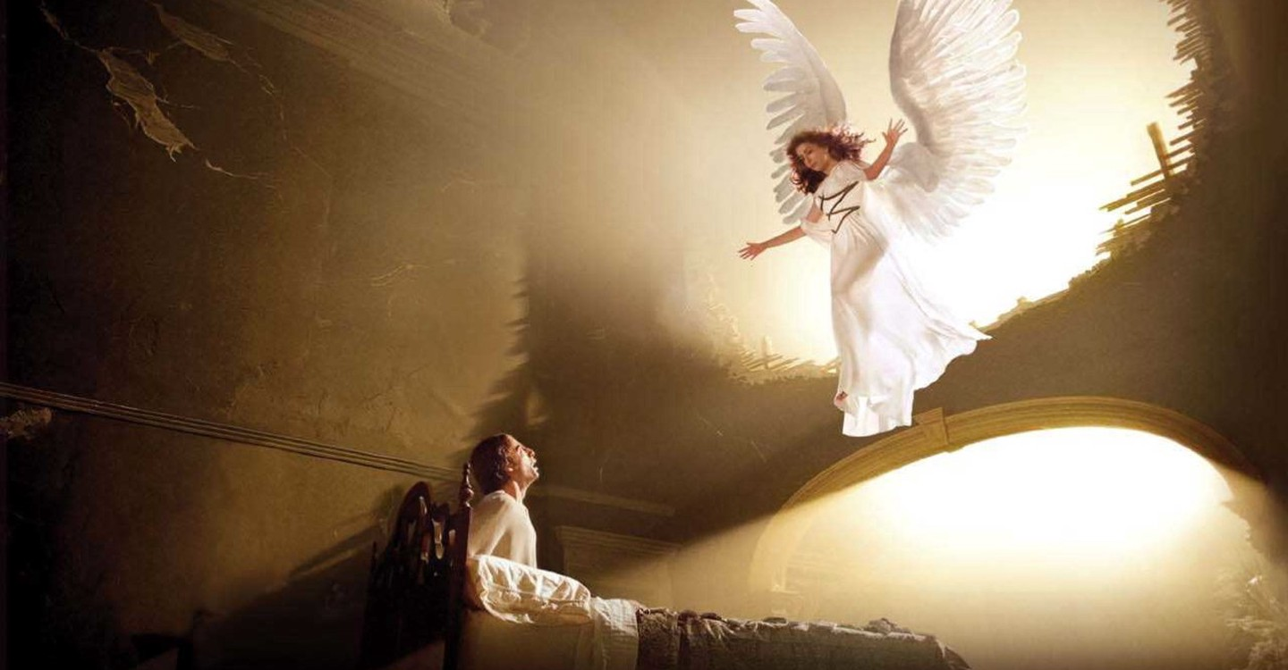 Emma Thompson's angel appears to Justin Kirk in Angels in America (2003)