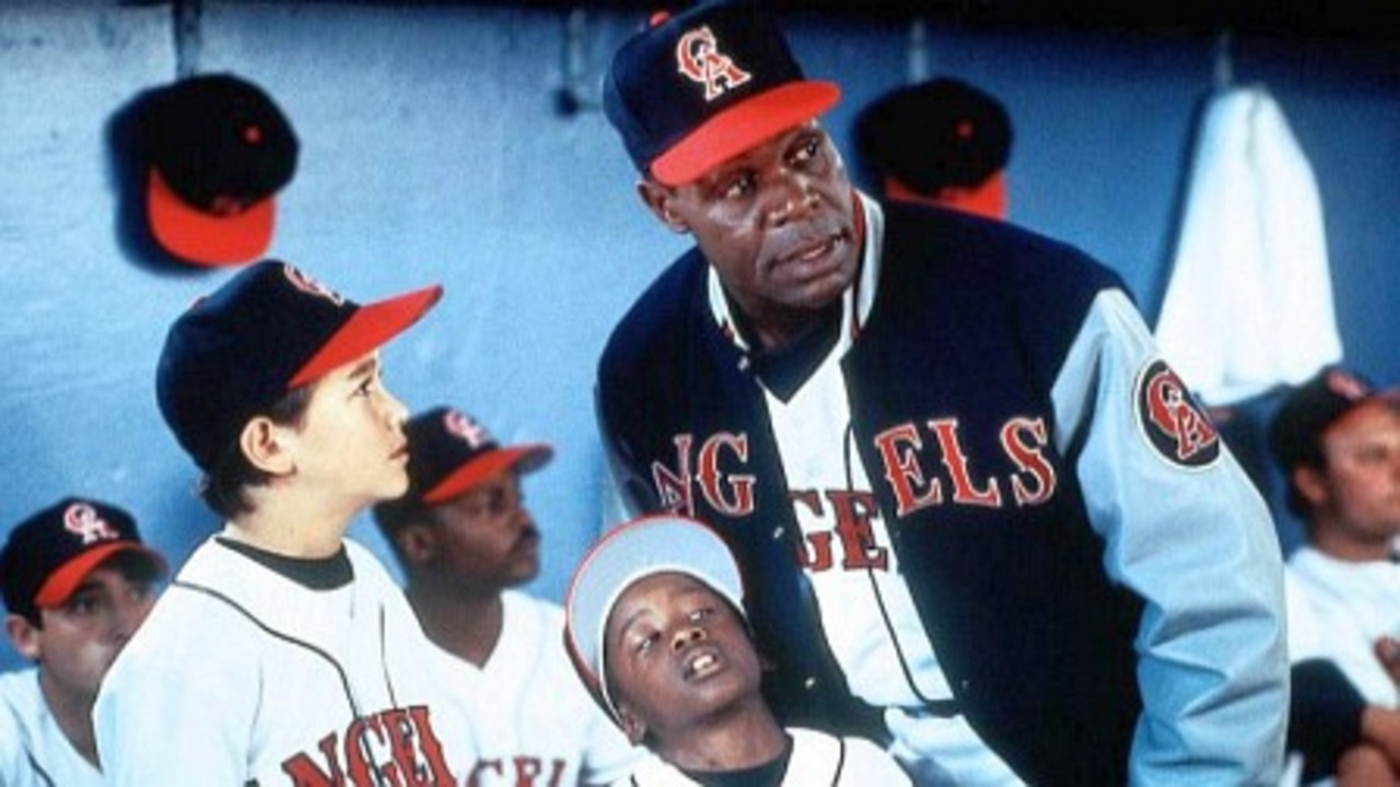 (l to r standing) Young Joseph Gordon-Levitt and coach Danny Glover in Angels in the Outfield (1994)