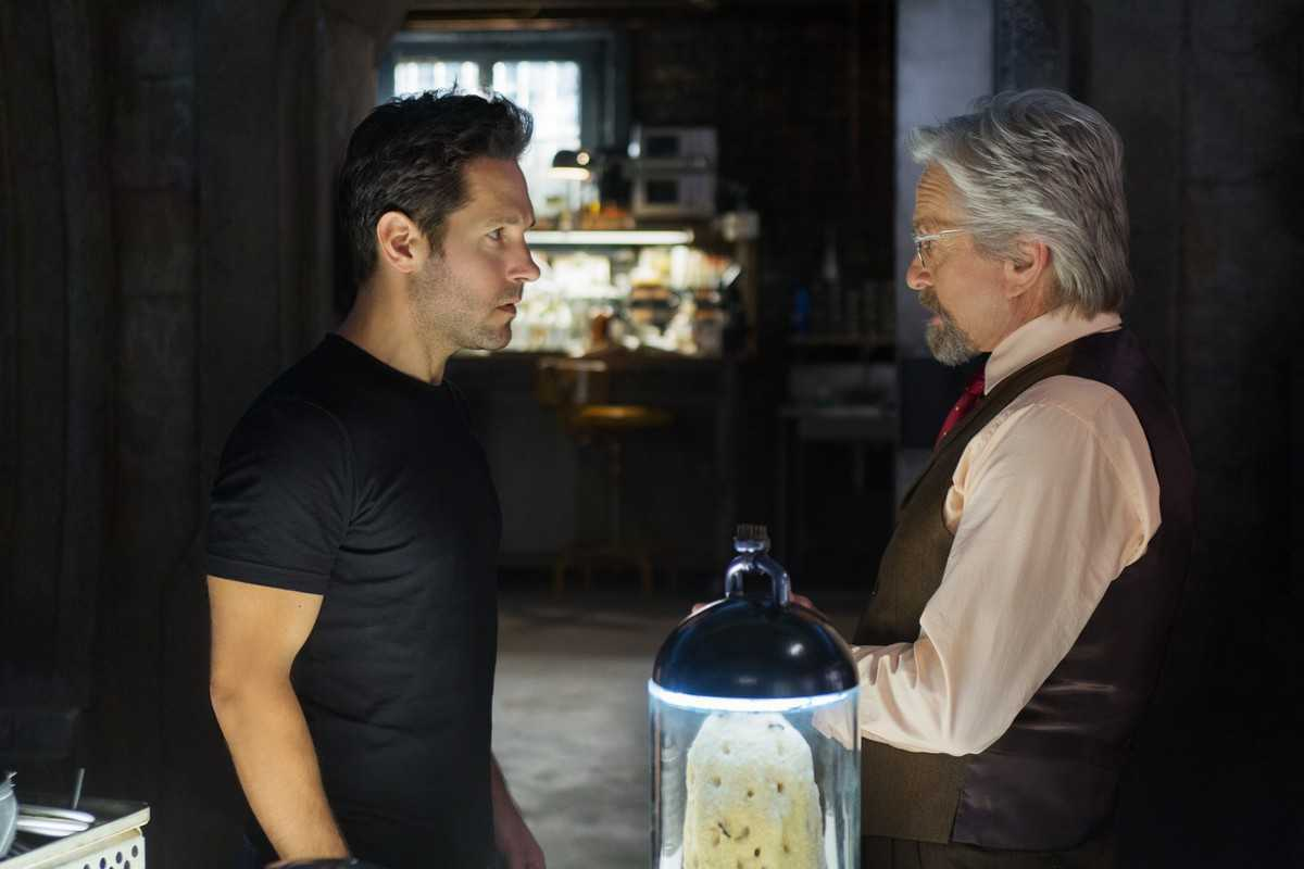 Scott Lang (Paul Rudd) and Hank Pym (Michael Douglas) in Ant-Man (2015)