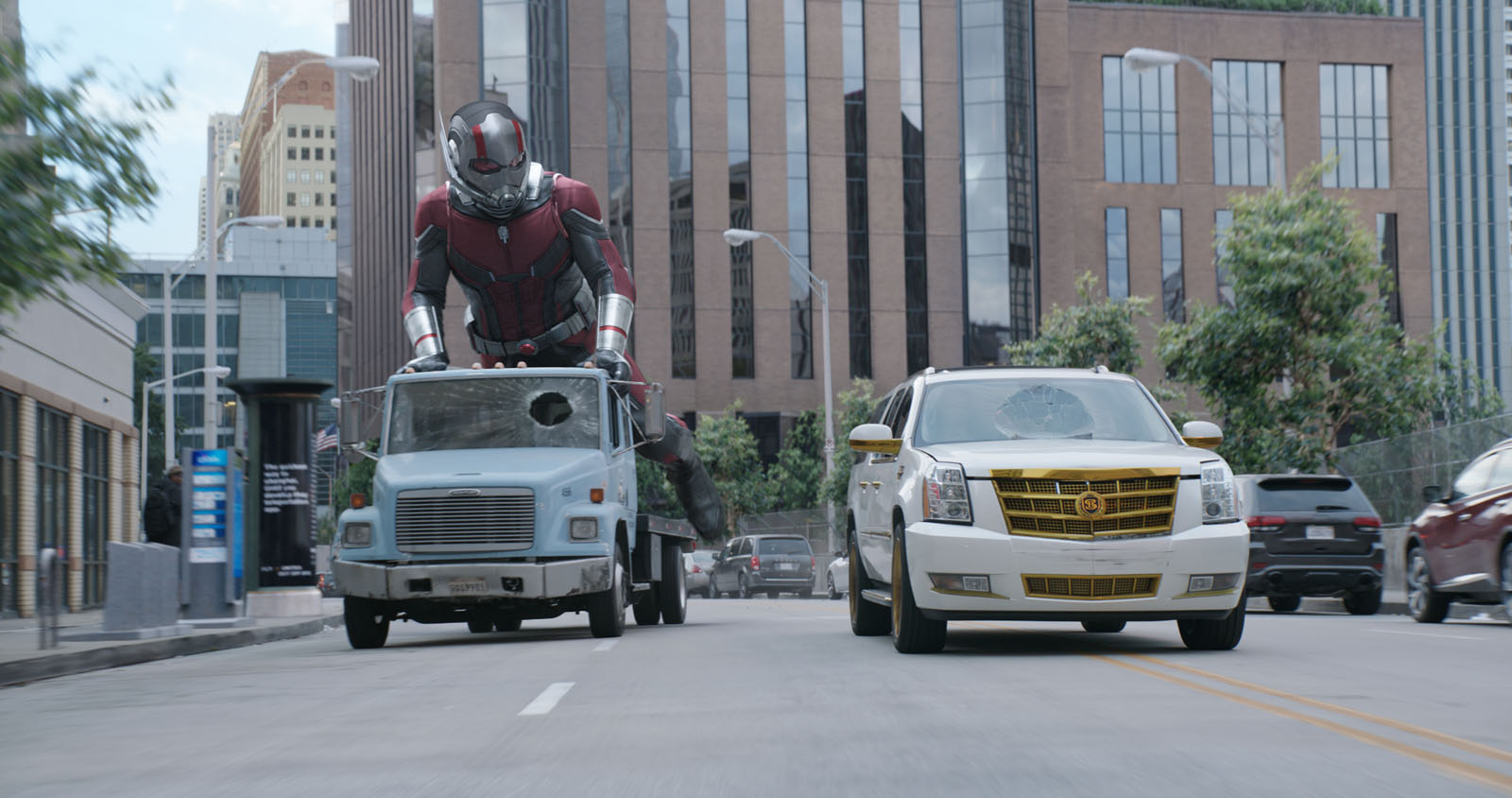 Big and small chases through the streets in Ant-Man and the Wasp (2018)